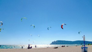 a picture of kitesurfers at poetto beach
